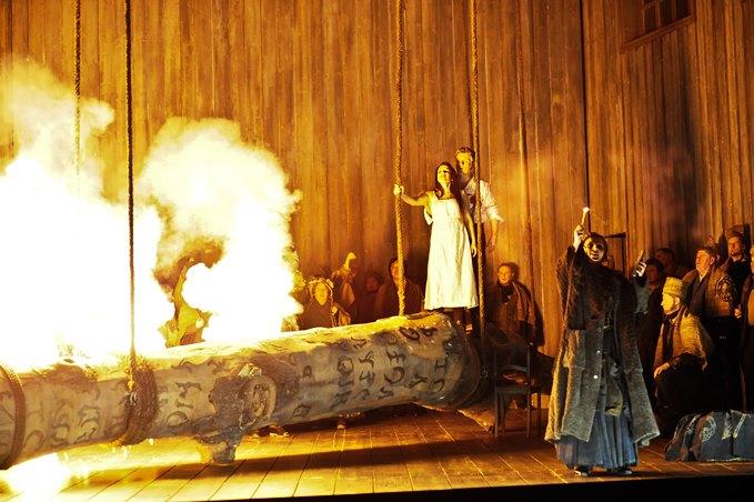 NormaTragedia lirica in zwei Akten von Vincenzo BelliniLibretto von Felice Romani(Aufführung in italienischer Sprache mit deutschen Übertiteln)