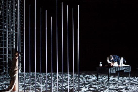 Oper Köln ARABELLA Musik.Leitung: F.X.Roth Regie: E.Bastet Bühne, Kostüme: T.Northam Licht: F.Thouret Darsteller: J-S. Bou, V.Santoni, J.Behr, T. Sun, R.Richter, T.Nazmi, L.Singer, A.Miskelly