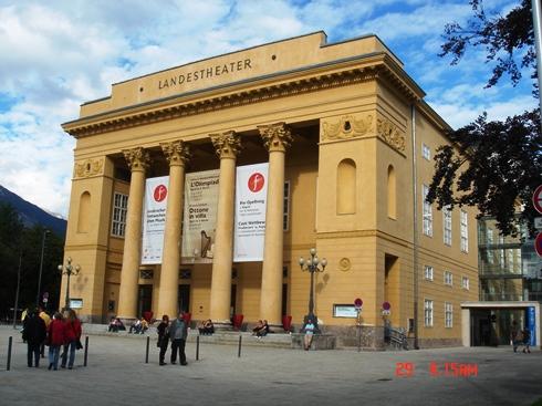 innsbrucklandestheater__by-fewo_jagandrk_wiki